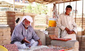 Malgré tout, la vie reste bien animée dans la vallée, entre commerçants, croque-morts,...