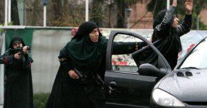 Des Iraniennes des forces spéciales de Police en plein entrainement.